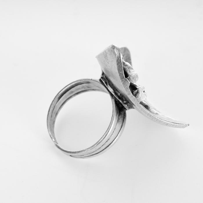 Inel reglabil din zamac cu forma triunghiulara curbata [1]