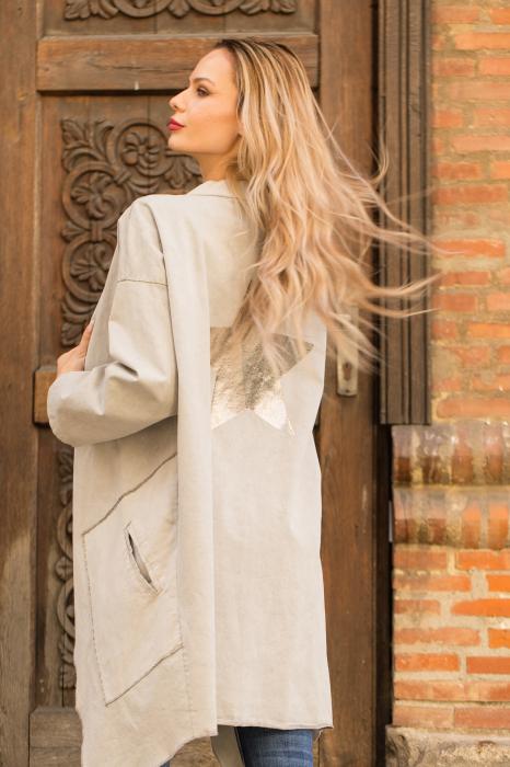 Jacheta bej inchis in colturi cu imprimeu stea pe spate 4