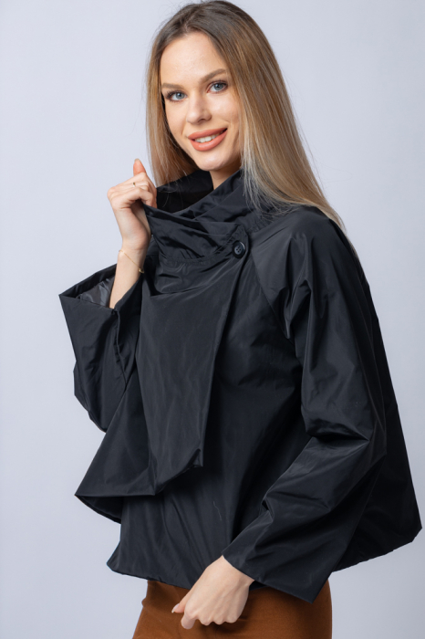 Jacheta scurta din tafta neagra petrecuta in fata [1]