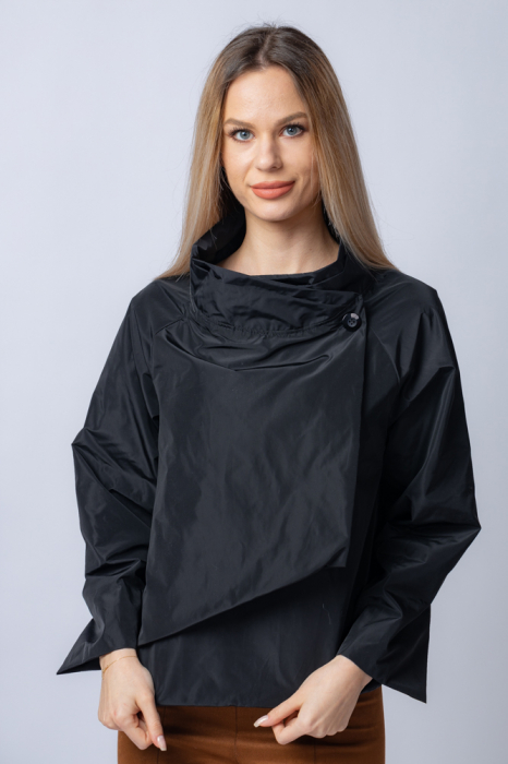 Jacheta scurta din tafta neagra petrecuta in fata [0]