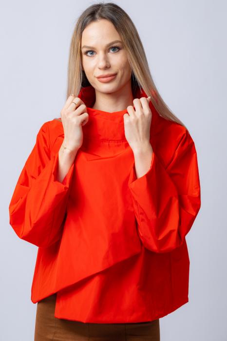 Jacheta scurta din tafta rosie petrecuta in fata [0]