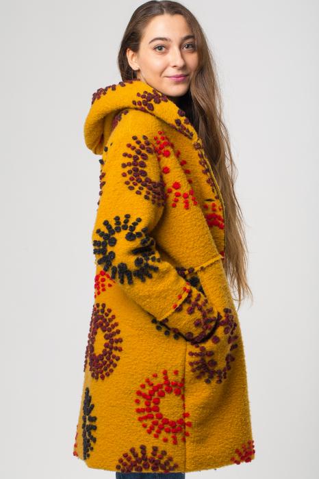 Palton captusit lana mustar cu model [2]