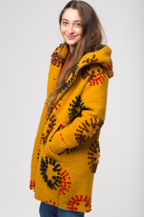 Palton captusit lana mustar cu model [1]