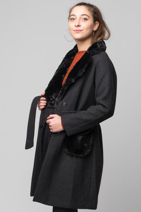 Palton negru din stofa cu buzunare din blana artificiala 1