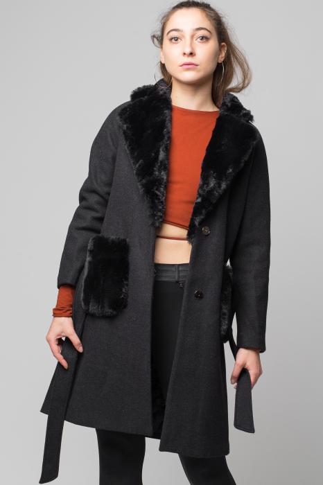 Palton negru din stofa cu buzunare din blana artificiala 0