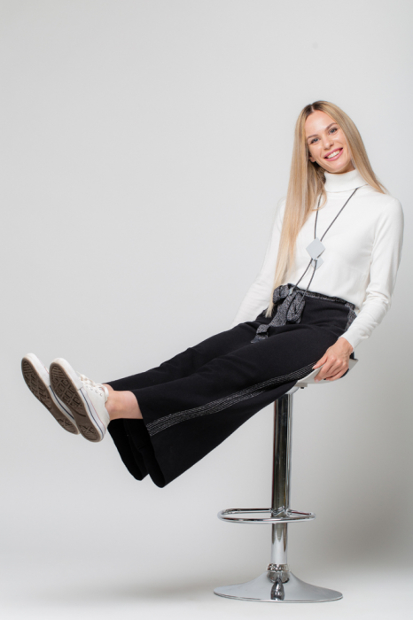 Pantaloni largi cu vipusca argintie 1
