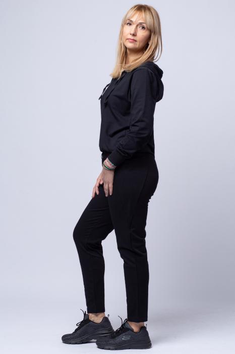 Pantaloni negri sport din vascoza cu buzunare laterale [1]