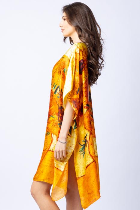 """Poncho din matase cu stilizare """"Floarea Soarelui"""" pe fond galben 2"""