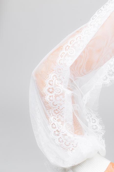 Pulover alb cu maneci din dantela [2]