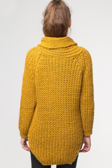 Pulover galben tricotat cu guler inalt [1]