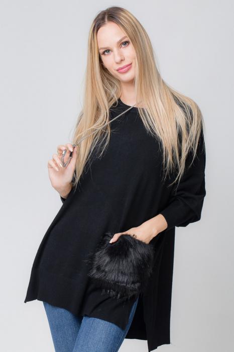 Pulover negru cu buzunar din blana artificiala 0