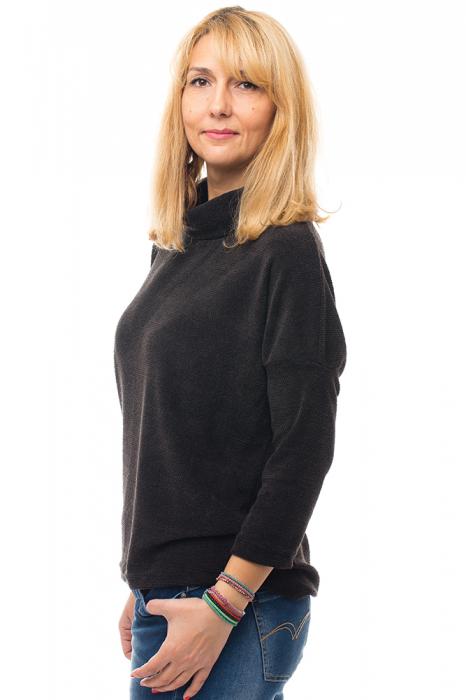 Pulover negru cu guler inalt [1]