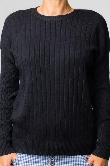 Pulover negru cu maneci stantate 0