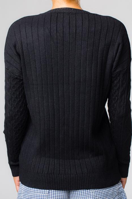 Pulover negru cu maneci stantate 1