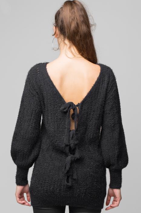 Pulover negru slylish lung cu decolteu si funde la spate [2]