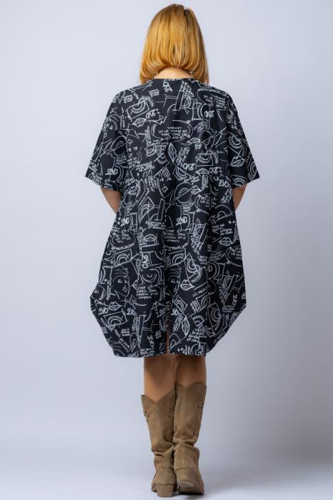 Rochie neagra, midi, asimetrica cu imprimeu litere si desene albe, din bumbac [2]