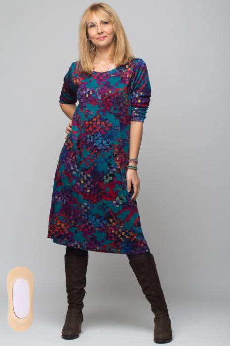 Rochie `A line` midi, imprimeu predominant in nuante de turquoise, din vascoza 3
