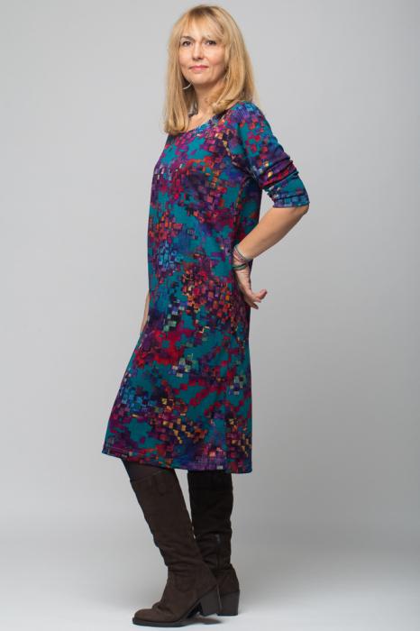 Rochie `A line` midi, imprimeu predominant in nuante de turquoise, din vascoza 1