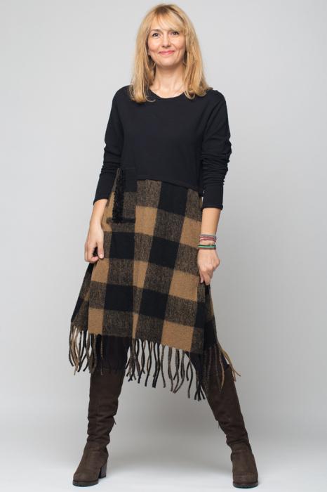 Rochie bej-negru din lana ecozez cu franjuri si paiete [0]