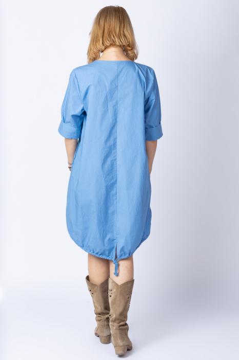 Rochie cu papadii stilizate si strasuri, asimetrica, pe fond albastru jeans [2]