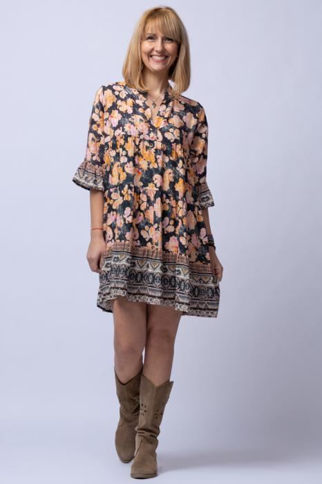 Rochie din vascoza cu volane cu fond negru si imprimeu predominant roz si portocaliu [0]