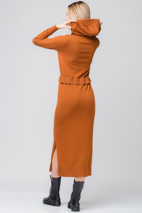 Rochie lunga tricotata caramizie cu gluga si snur in talie 1