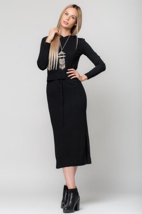 Rochie neagra lunga tricotata cu gluga si snur in talie 0