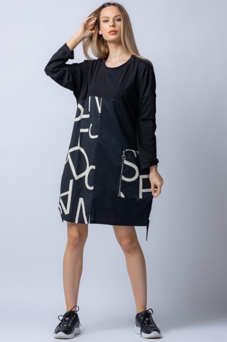 Rochie neagra cu imprimeu litere albe si buzunar 0