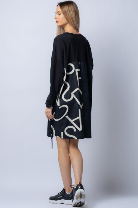 Rochie neagra cu imprimeu litere albe si buzunar 2