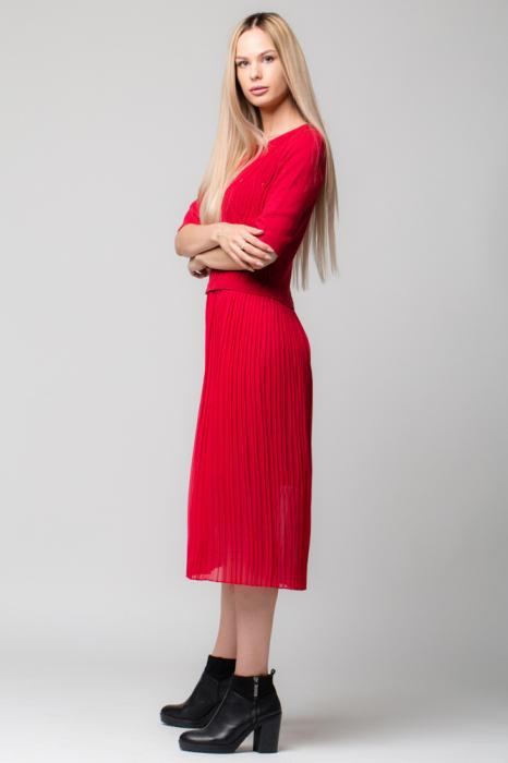 Rochie rosie din jerse si voal plisat [1]
