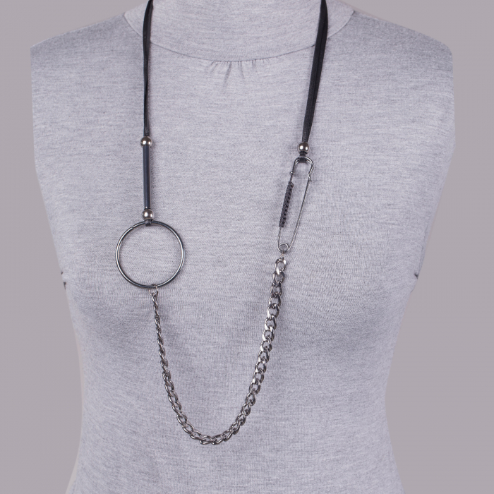 Set cercei si colier argintiu inchis, lung, cu pandantiv metalic lant, ac de siguranta si cerc 1