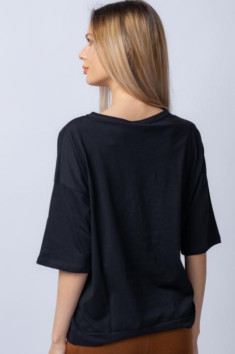 Tricou negru usor oversize cu imprimeu de tip tablou cu fata cu perle la ochelari [2]
