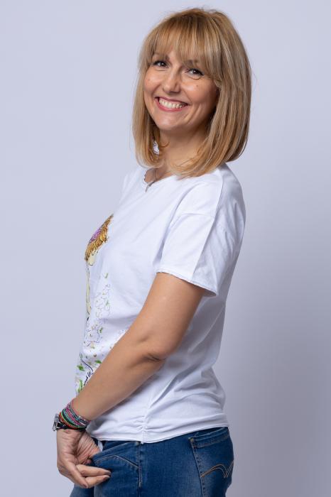 Tricou alb cu imprimeu fata ce plimba catel, din bumbac [1]