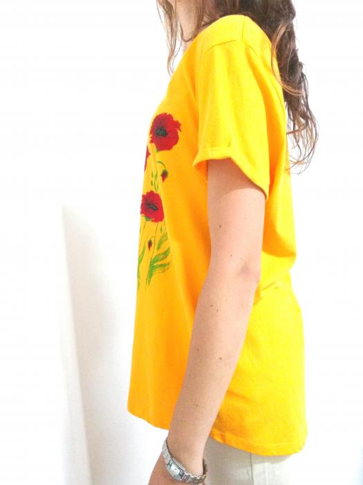 Tricou galben pictat manual  cu maci rosii [1]