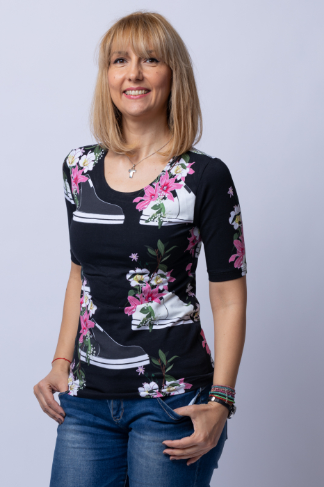 Tricou negru cu imprimeu floral si tenisi [0]