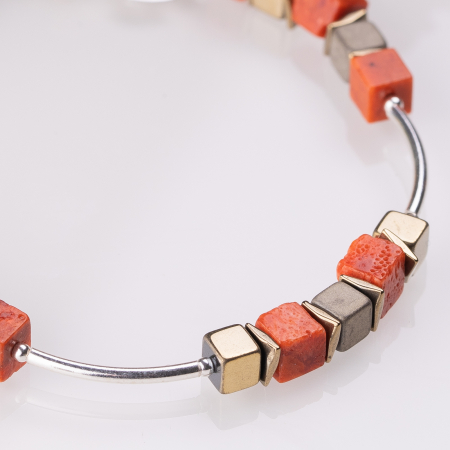 Bratara argint cu tuburi si serii de 5 cubulete din coral si hematit auriu [1]