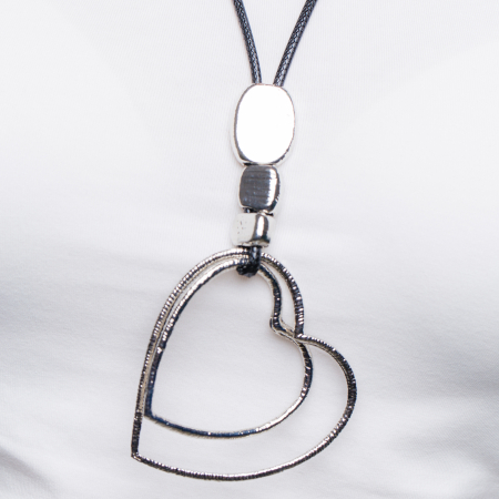 Colier argintiu cu pandantiv  pietre si doua inimi1