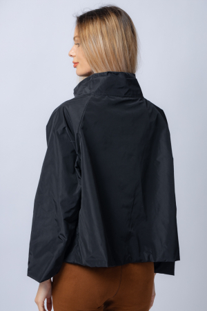 Jacheta scurta din tafta neagra petrecuta in fata [2]