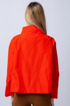 Jacheta scurta din tafta rosie petrecuta in fata [2]
