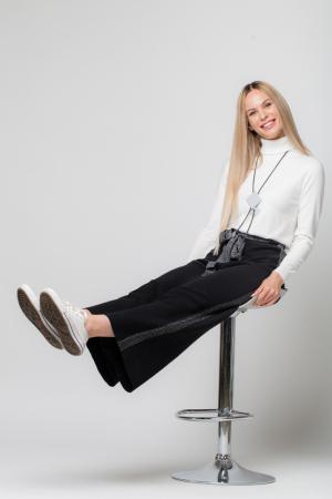 Pantaloni largi cu vipusca argintie1