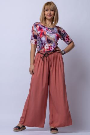 Pantaloni roz inchis casual, largi din vascoza, cu o curea fancy [0]