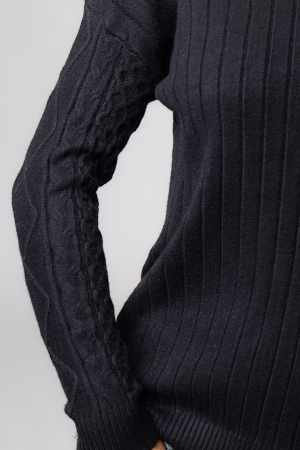 Pulover negru cu maneci stantate2