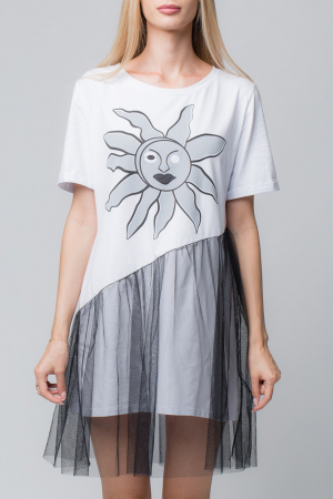 Rochie alba cu tul negru si imprimeu floarea soarelui2