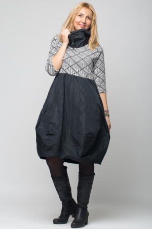 Rochie gogosar model geometric alb/negru  din stofa si tafta, taiata in talie [0]