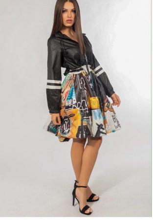 Rochie tip jacheta midi, neagra si imprimeu colorat, cu gluga, din tafta0
