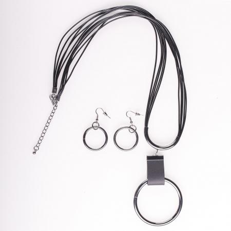 Set cercei si colier lung cu pandantiv metalic rotund, argintiu [0]