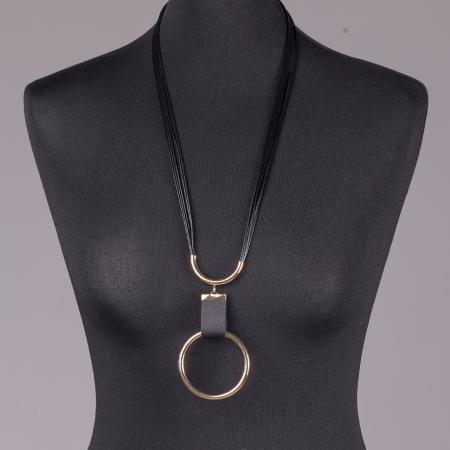 Set cercei si colier lung cu pandantiv metalic rotund auriu1