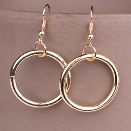 Set cercei si colier lung cu pandantiv metalic rotund auriu2