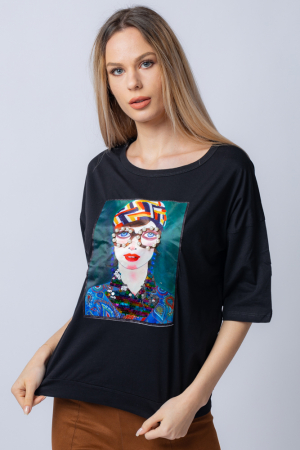 Tricou negru usor oversize cu imprimeu de tip tablou cu fata cu perle la ochelari [0]