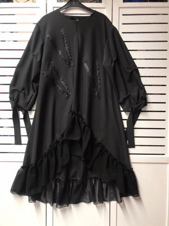Rochie midi neagra oversize, cu volan si fermoare, extravaganta [3]